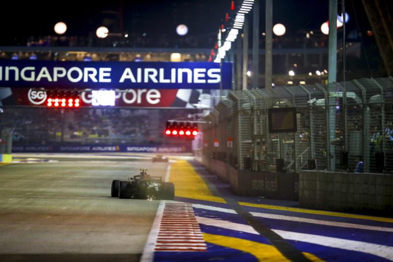 lewis-hamilton-qualifying-lap-singapore