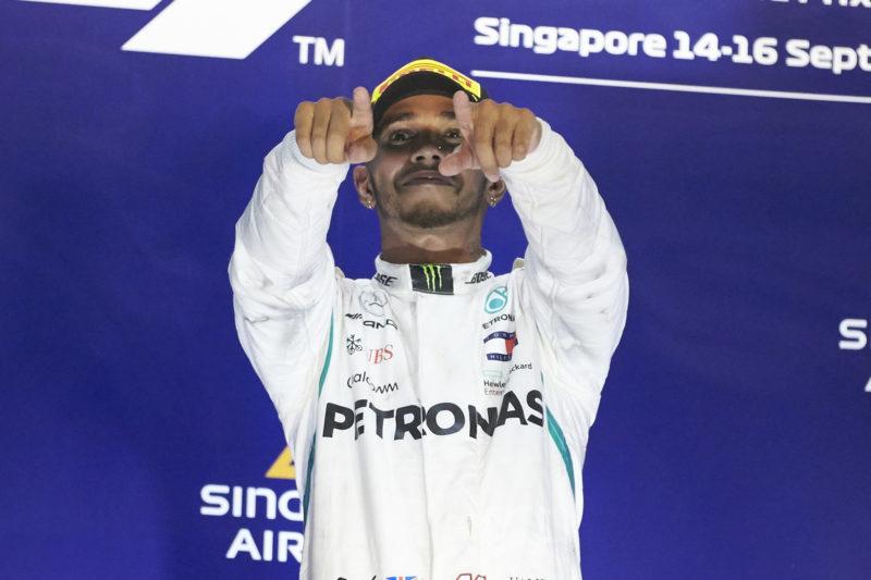 lewis-hamilton-podium-singapore-grand-prix