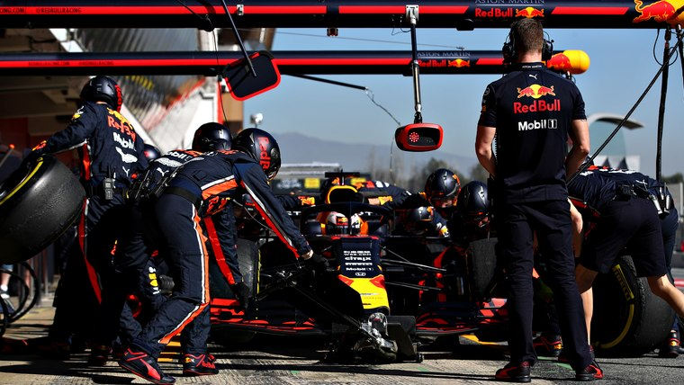 red-bull-racing-pits